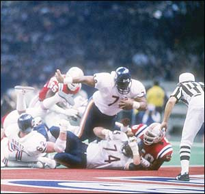 "Even defensive prodigy William ""Refridgerator"" Perry got to carry the ball for Da Bears in Super Bowl XX, shown here barreling over the Patriots into the end zone. Source: ellenpatton.blogspot.com"