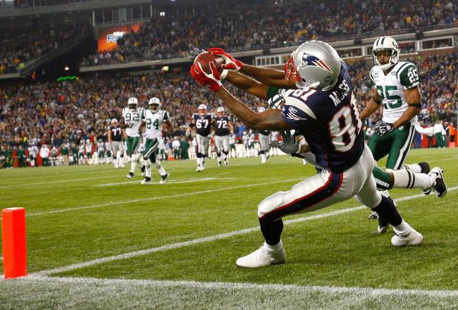 The injection of Randy Moss into the Patriots receiving corps made New England a scoring machine in 2007. Source: bleacherreport.com
